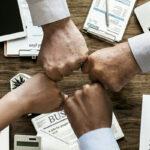 Las Cinco Disfunciones de un Equipo de Patrick Lencioni - toolshero